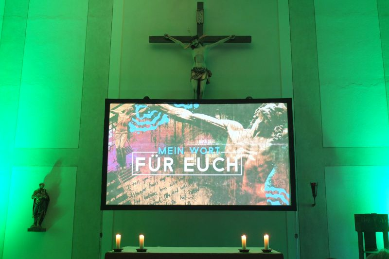 God at movie Gottesdienst mit Pfarrer Christian Olding